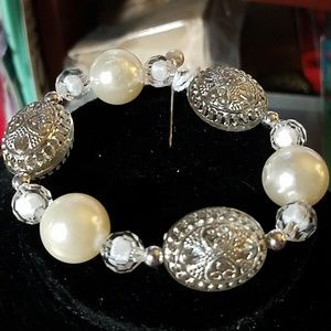 White & Silver Tone Beaded Stretchy Bracelet 8""
